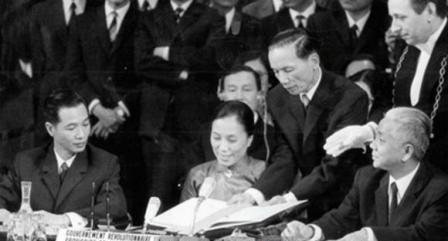 Ngày 27/1/1973, Hiệp định Paris được kí kết